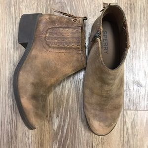 Sperry leather ankle boot with zippers